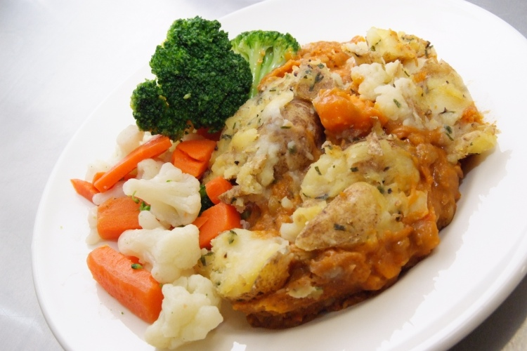 Butternut Squash Cottage Pie with Fresh Vegetables (V)